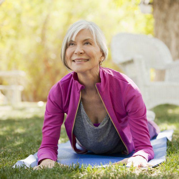 5 эффективных поз йоги для женщин старше 60 лет